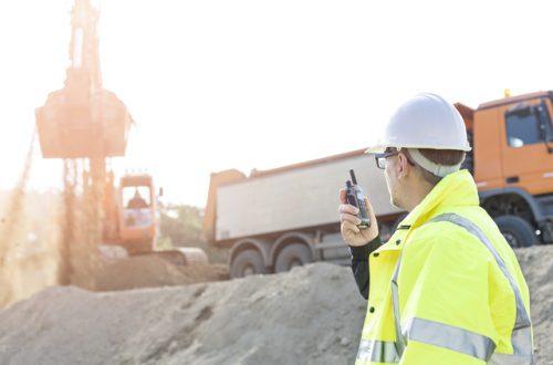 未来の建設現場はドローンで効率化される。ドローンによるコスト削減の可能性とは