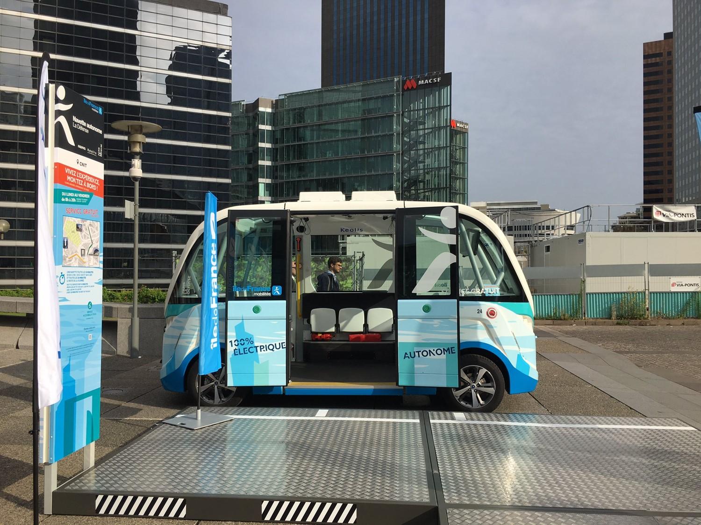 世界では無人自動運転バスの開発競争が始まっている