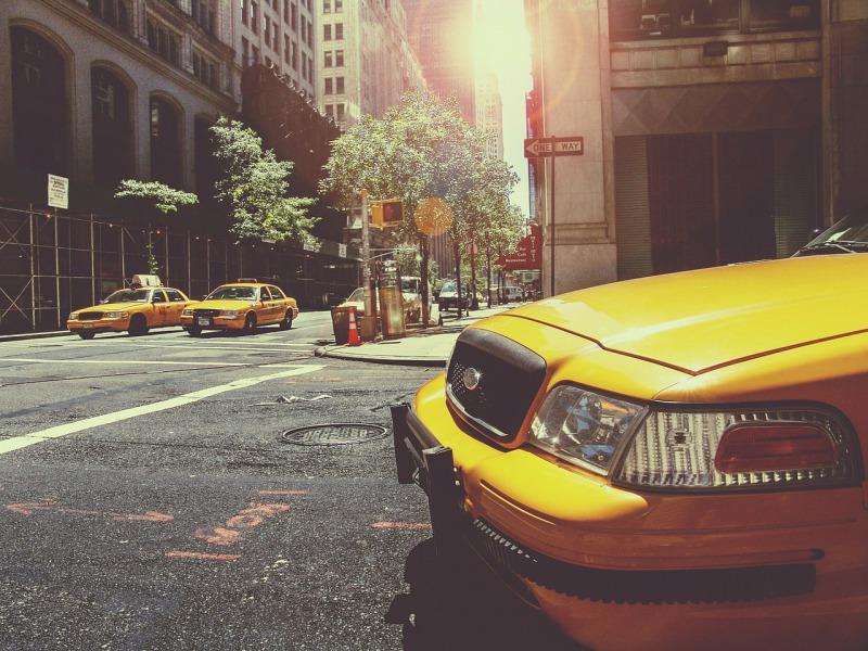 サービス会社化する自動車メーカー。ダイムラーはアプリで都市の移動を変える