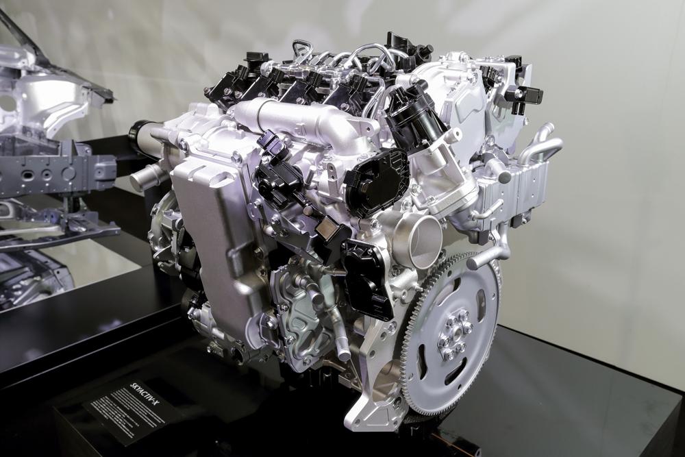 電動化へ舵が切られる中、あえて「夢の内燃機関」を実用化するマツダの目論みとは?