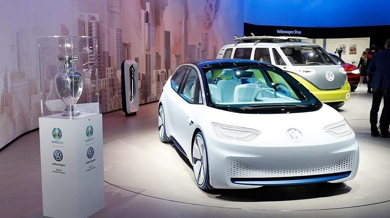 VW、ベンツ、BMWーーいよいよ本格化する「EVシフト」の現状