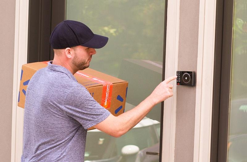 さよなら「再配達」。直接自宅の冷蔵庫に届けてくれる配送サービスが登場
