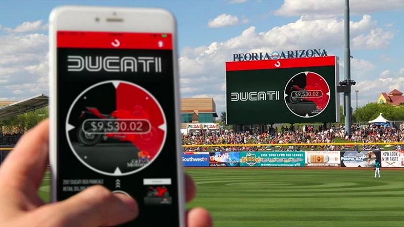 試合観戦の合間にスマホで「オークション」!ファンが熱狂する新たなスポーツビジネス