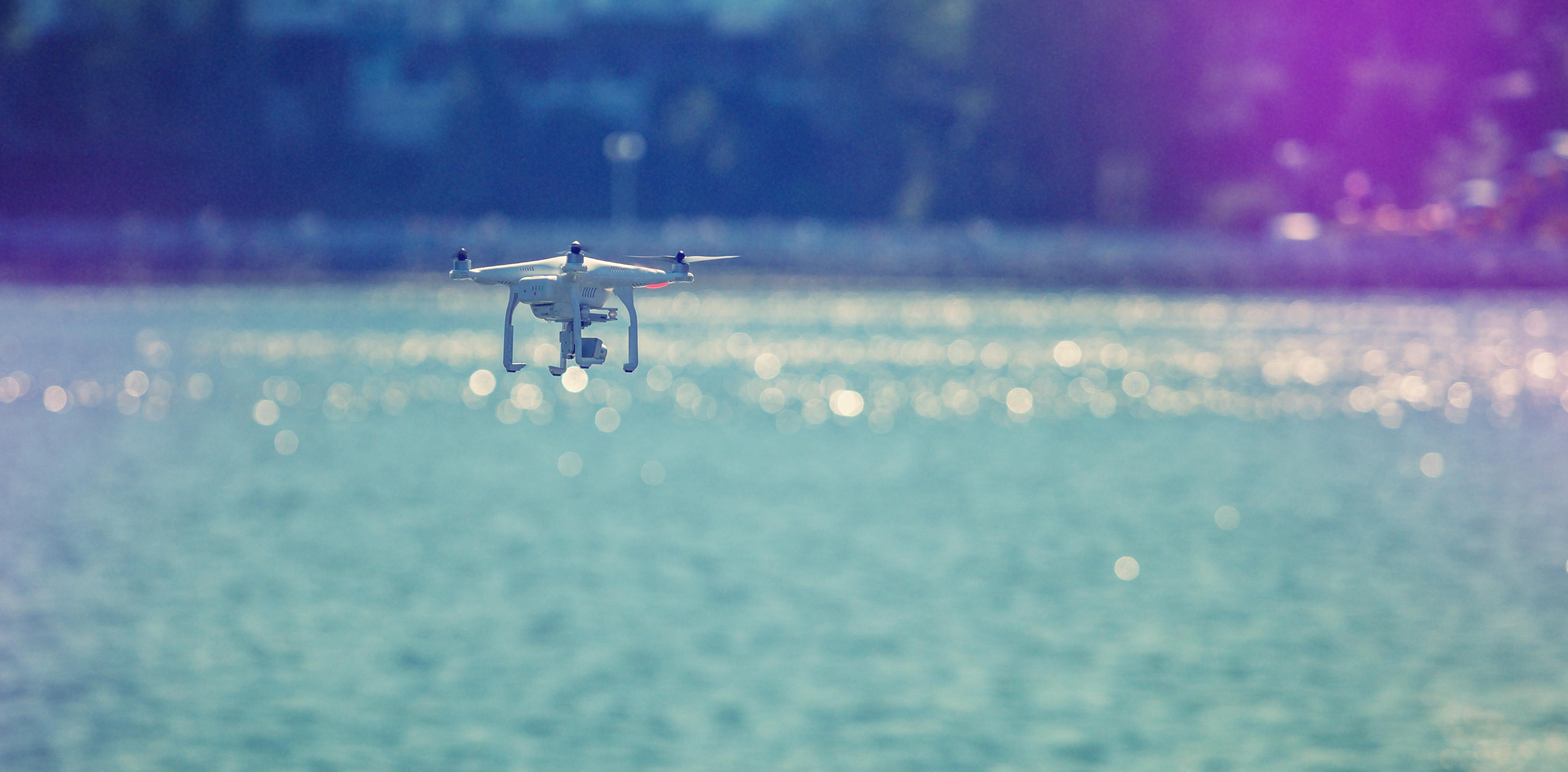 これから夏本番のオーストラリア、「サメを見つける人工知能ドローン」が活躍