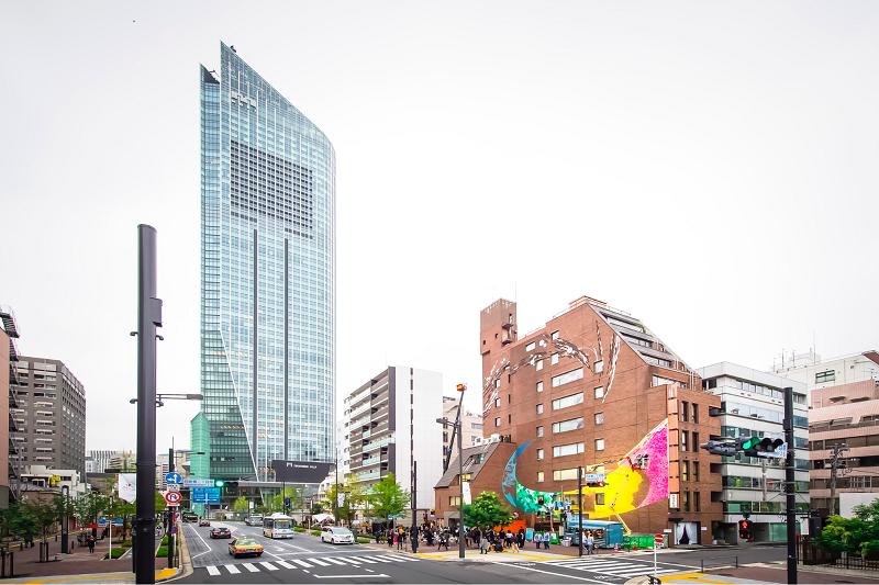 """「アート」で都市をブランディング。虎ノ門のビルに""""壁画""""を描くプロジェクトとは?"""