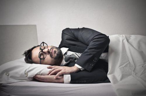 """""""睡眠エリート""""が仕事の高パフォーマンスに繋がる?睡眠の量と質への働き方改革の効果"""