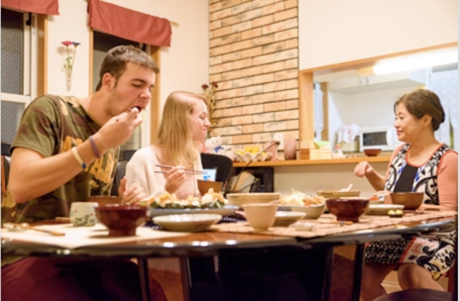 旅行の目的を広げる「airKitchen」。日本料理文化を家庭で体験するシェアリングサービス