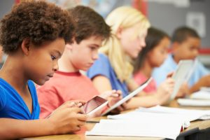 """「自治体×企業」でICTを活用した教育は促進する。日本式""""生徒への一方通行教育""""を打破できるか"""