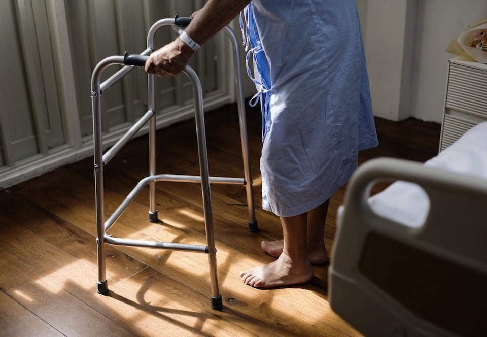 超高齢化社会には「データドリブン介護」が必要だ。スタートアップがIoTで排泄の支援に挑戦する