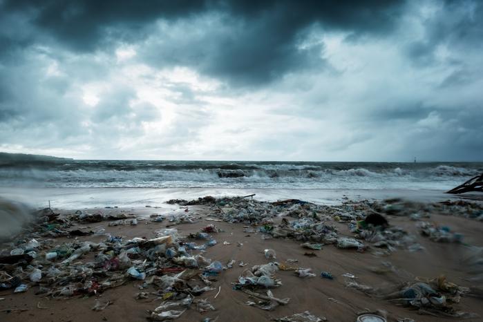 海中に魚よりゴミが多くなる時代。その理由と原因となる国々、プラスチックエコノミーの行末