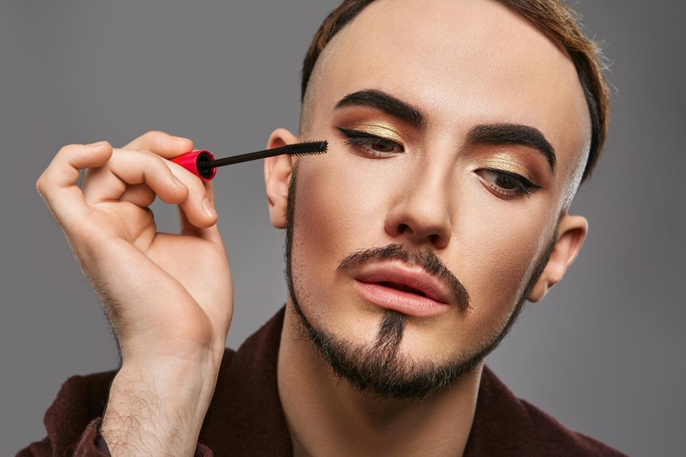 「化粧=女性だけのもの」は時代遅れ。世界中で全ての性に向けた化粧品が続々登場 | AMP[アンプ] – ビジネスインスピレーションメディア