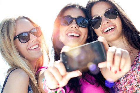 """""""スマホで動画""""はミレニアル世代の女性の基本。「Instagram」が映し出す世代別の傾向が明らかに"""