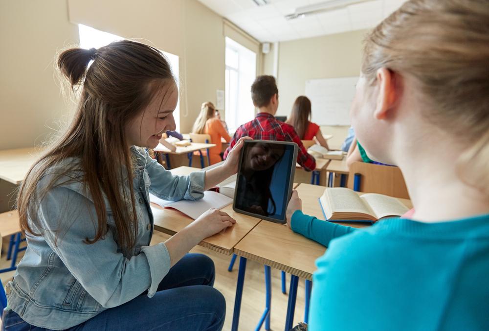 ICT学習は本当に成績向上に貢献する?全国の4割以上の高校が導入する「Classi」の学習記録データを分析