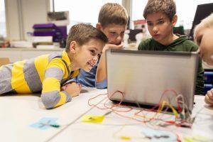 """プログラミングの""""反転学習""""が学びを促進させる。CAが2020年のプログラミング必修化へ向け能動的な習得をサポート"""