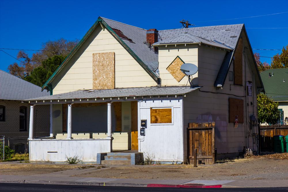 深刻化する「空き家」問題の実態調査。不動産投資型クラウドファンディングは救いの一手となるか?