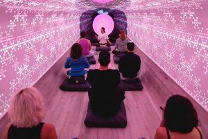 """NYに""""移動式瞑想スタジオ""""が登場。未来の都市では「移動するサービス」が当たり前に?"""