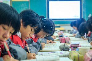 中国、人工知能人材不足で高騰する報酬、解消に向けて小中高校に人工知能教育導入へ
