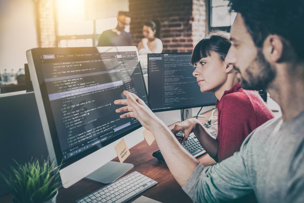 言語プログラマーの最高年収は1600万円。テクノロジーの進化とともにIT業界では求人増加