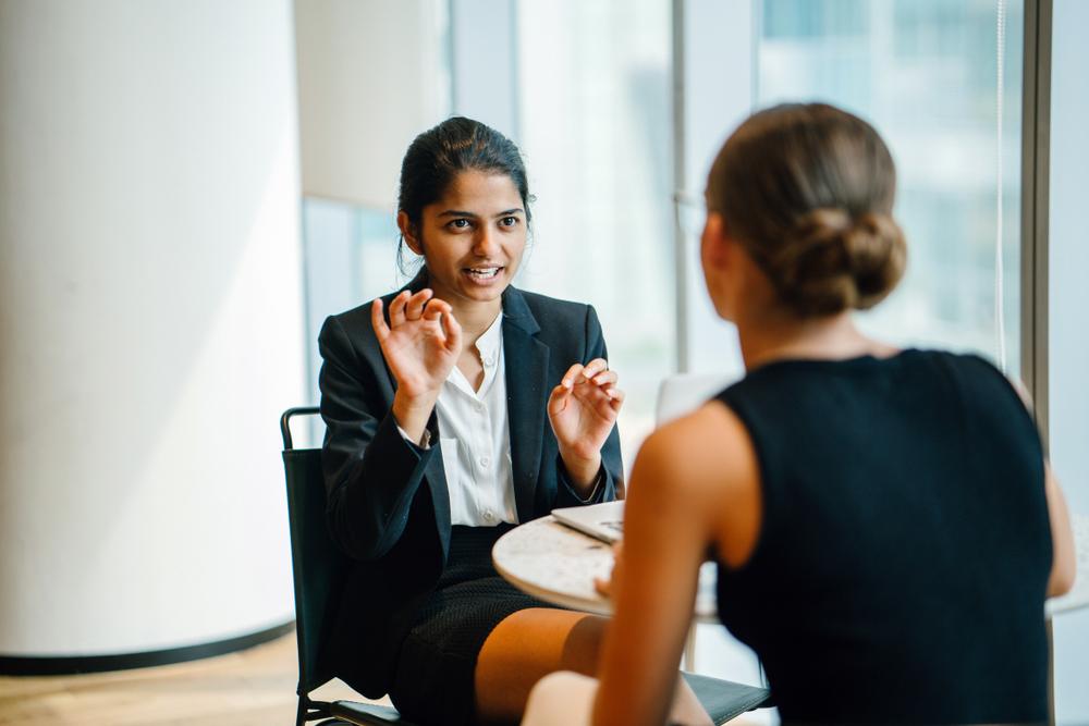 部下の上司への評価は10点満点中5.6点。目標管理の調査からみる理想の上司像