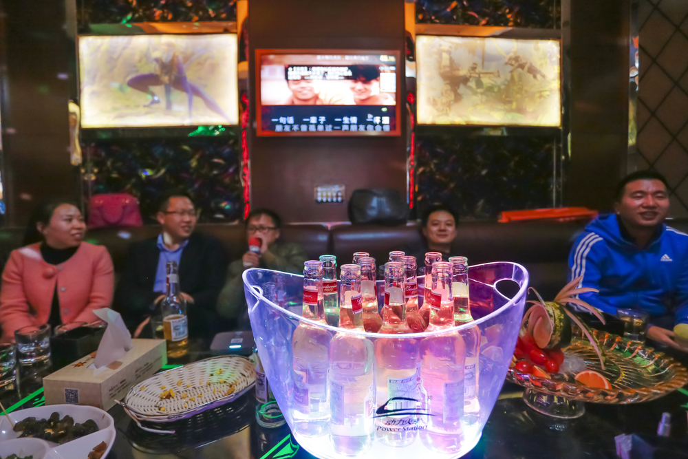 変わる中国の大量飲酒文化、ミレニアル世代が切り開く健康飲酒の新トレンド