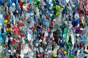 プラスチックごみを有用な製品に変身――環境汚染解決の切り札となるか?