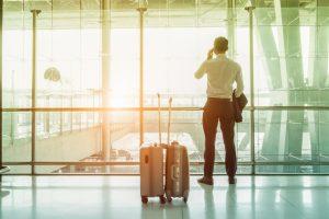 日帰りの国内出張は「自費でもいいから延泊したい」と57%が回答。国内出張に関する調査にみる