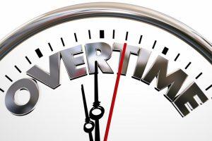 月間の残業時間は昨年より0.6時間短く、29.7%が昨年より残業時間が減っている