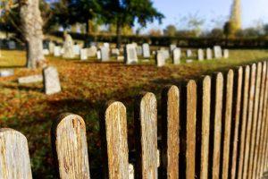 オンデマンド化、遺影ならぬ遺人形、遺体分解スーツ・・・世界で起こる「葬儀イノベーション」