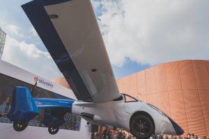 スロバキアの空飛ぶ自動車AeroMobil、ターゲットは巨大な中国市場